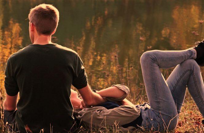 signos que abandonarán a sus amigos por una relación